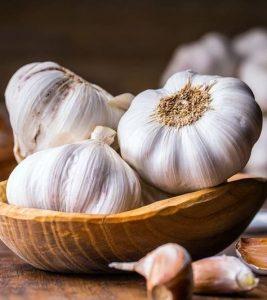 Tratament pentru indesirea parului cu usturoi